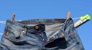 pulire i jeans da macchie